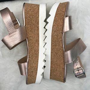 f34b432ece9 Steve Madden Shoes - Steve Madden rose gold platform krista sandal 6.5